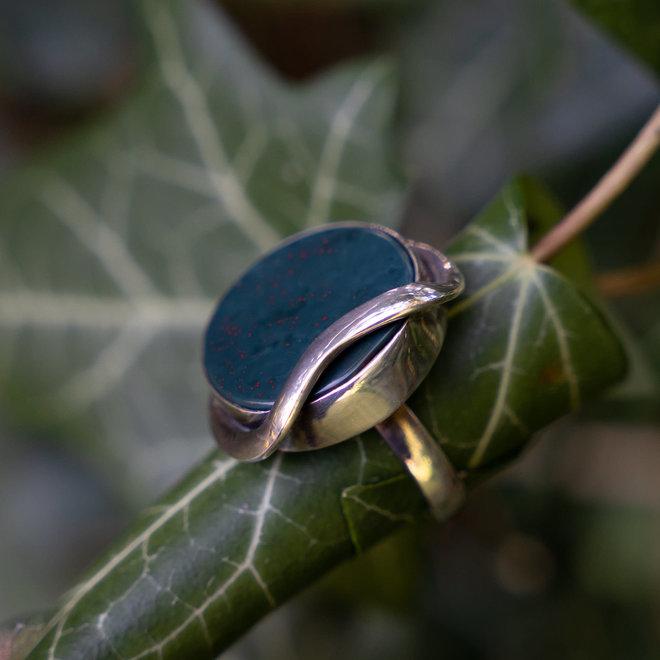 Heliotroop ring 'Chotila', gezet in 925 zilver uit eigen atelier