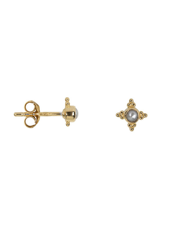 Betty Bogaers Antique Four Sides Dotted Pearl Stud Earring Gold Plated