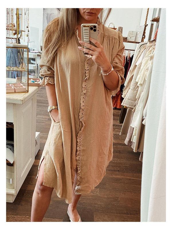 By Sara Collection Sharia Broderie Dress Licht Camel