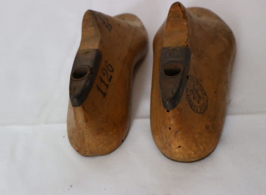 Pair of children's shoe shapes - Ca 1950