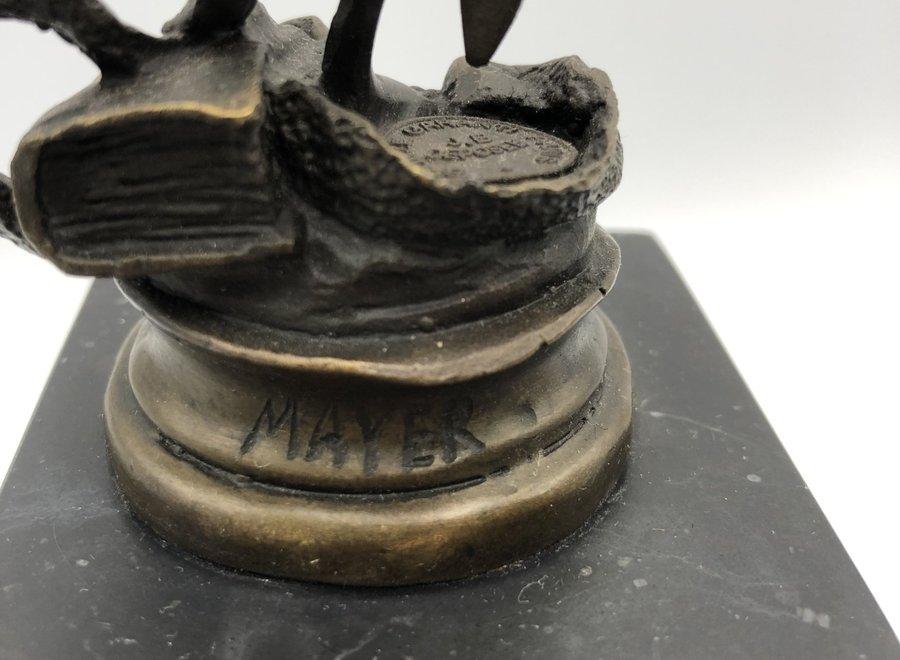 Bronzen beeld naar de antiquiteit op marmeren blok