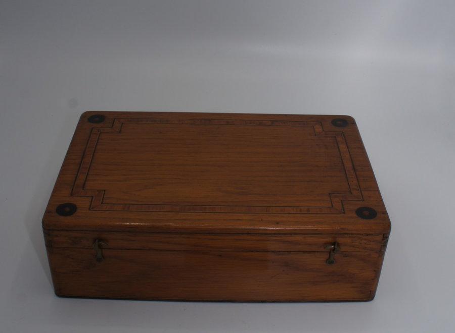 Kistje met ingelegd hout