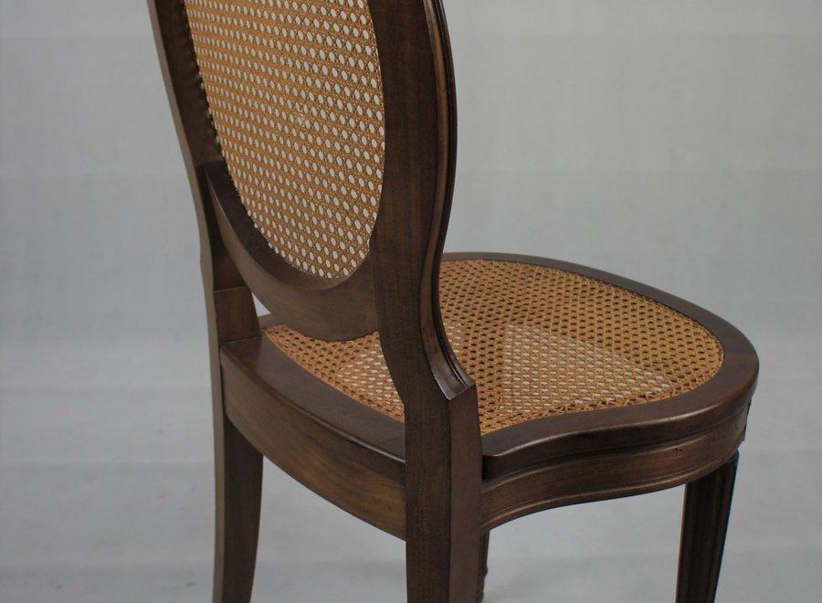 Elegante stoel in Louis Philippe stijl  met mooie authentieke cannage op rugleuning en zitting.