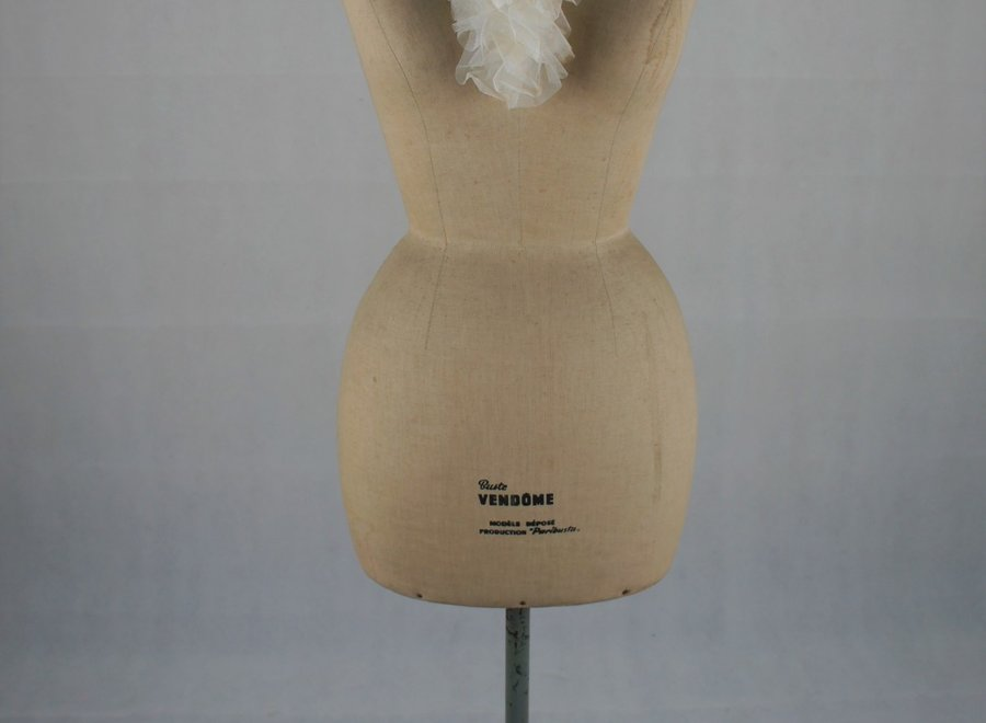 "Zeer elegante paspop met wespentaille van het merk ""Vendôme"""