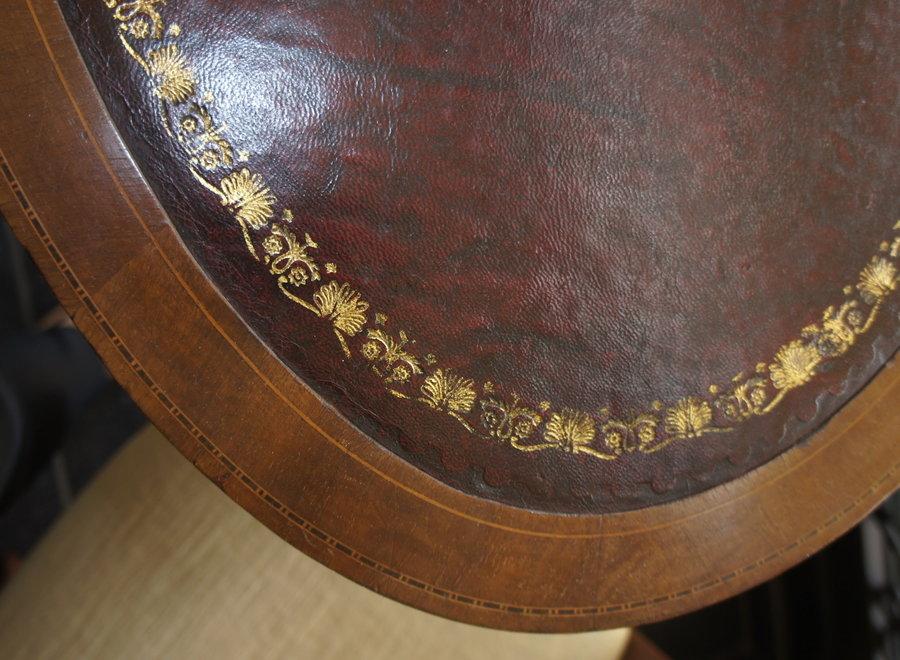 Ovale schrijftafel met lade en blad met ingelegd leder - op wieltjes - UK - Ca 1910
