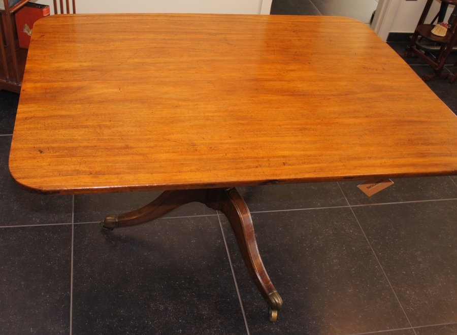 Rechthoekige tafel met mooi afgeronde hoeken - UK - Ca 1830