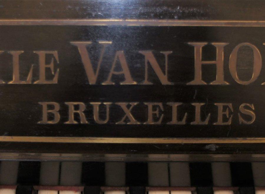 "Decoratieve zwarte piano ""Emile Van Hoeck - Bruxelles"""