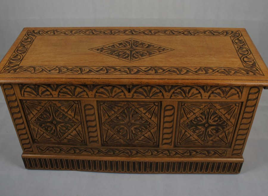 Oak chest with beautiful carving - UK