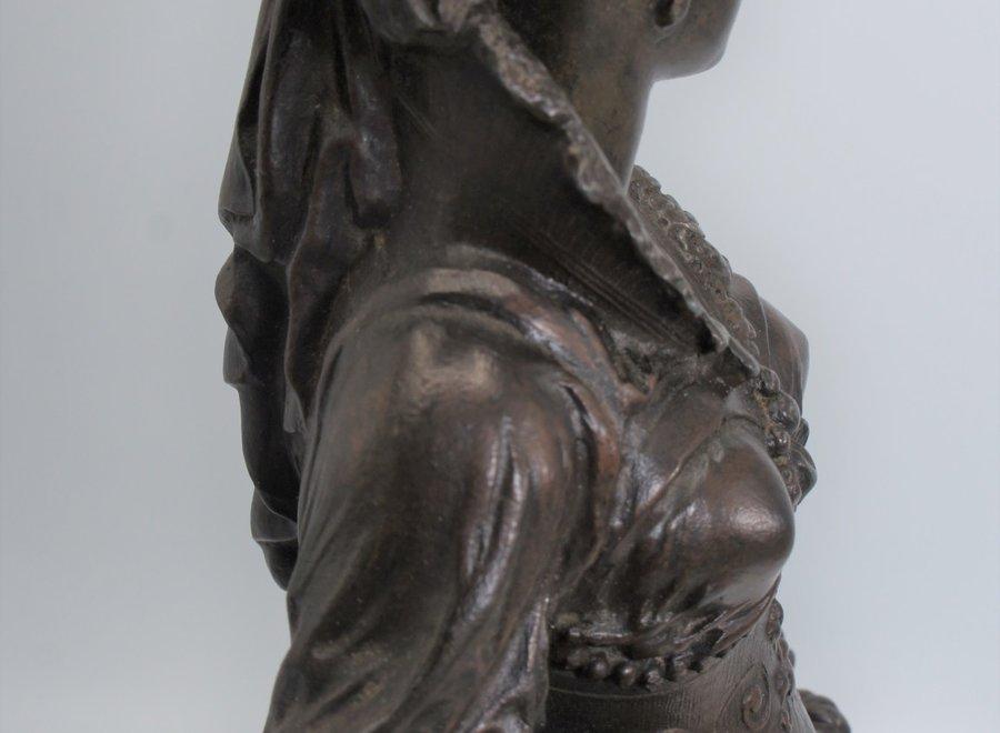 Romantisch beeld van een vrouw met sikkel
