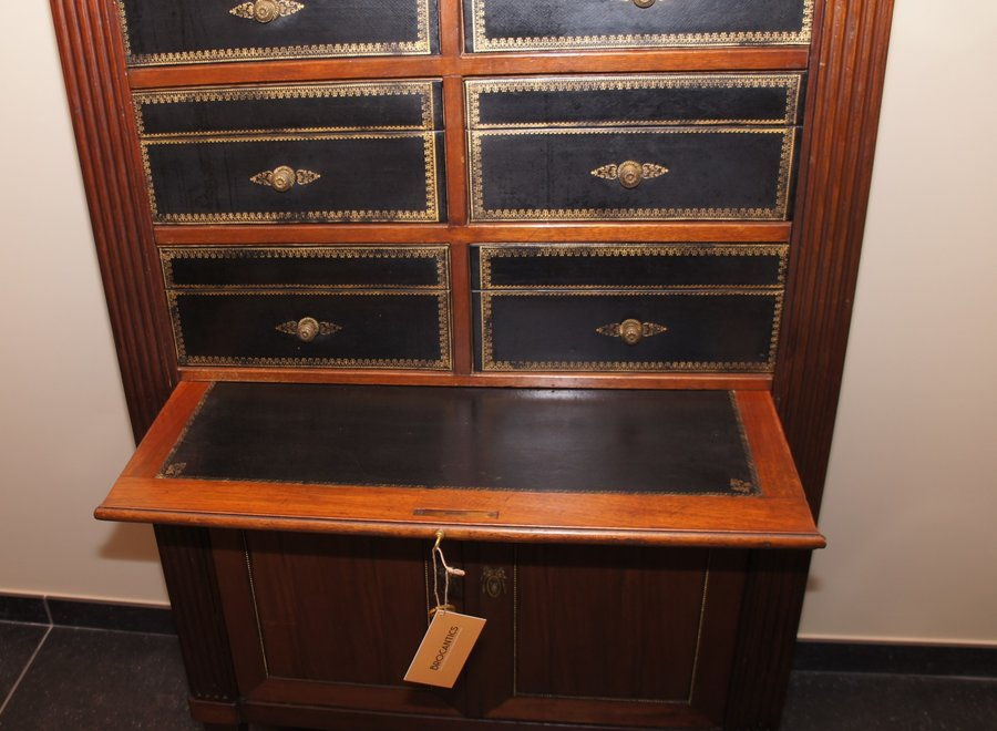 This cartonnière was finished in full wood and leather instead of cardboard