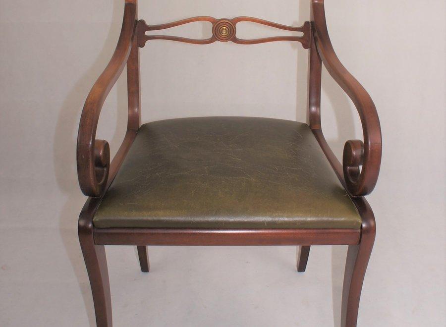 Engelse stoel met lederen zitting