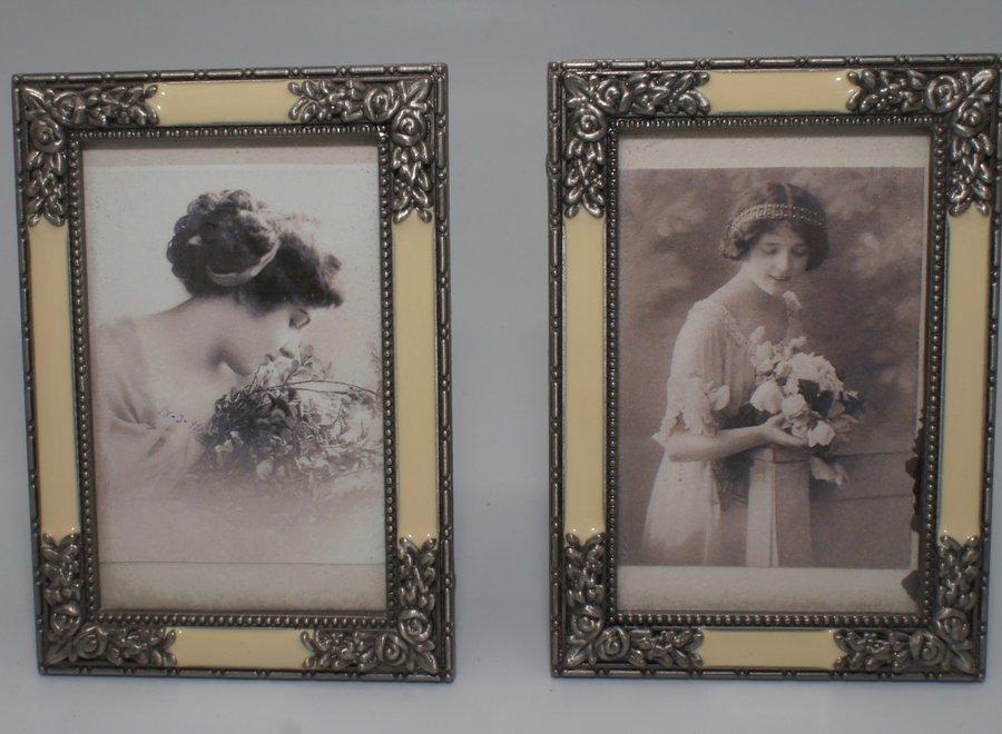 Kleine elegante fotokaders met vlak glas, imitatie parelmoer en sierlijk metaal