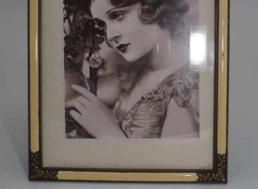 Elegante fotokader met vlak glas, imitatie parelmoer en sierlijk metaal