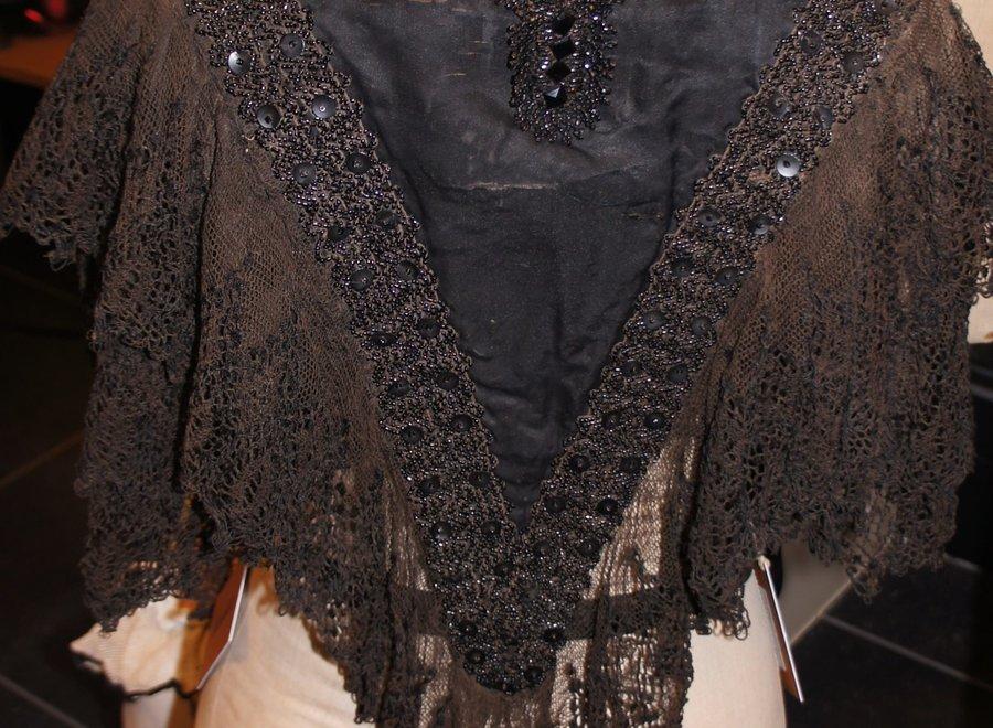 Exclusive antique lace cape