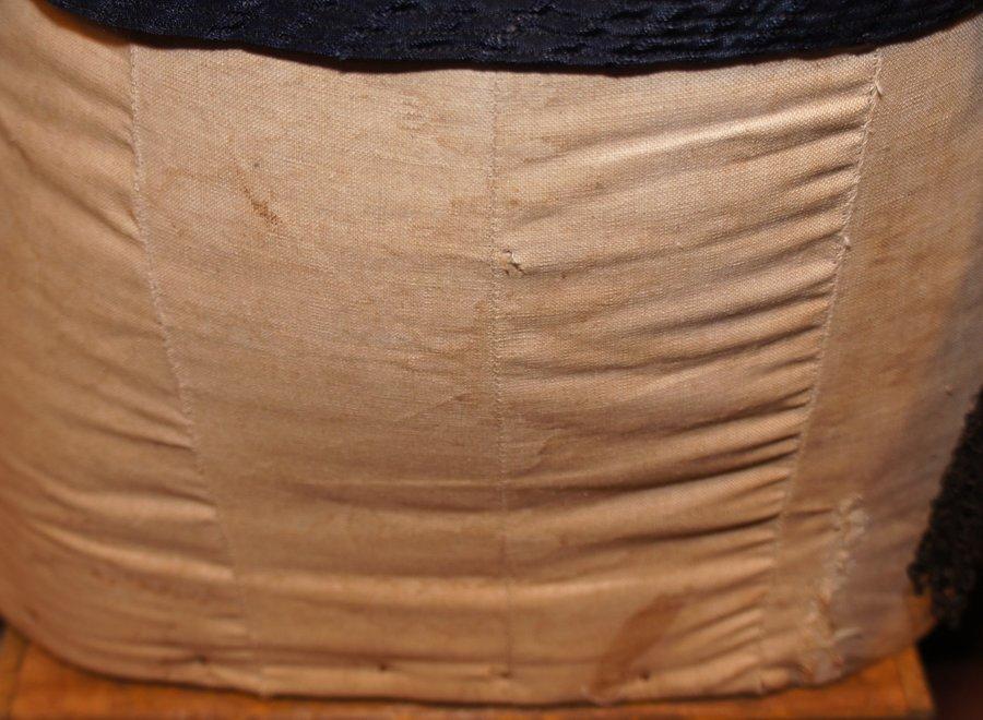 Old slender torso lace vest included