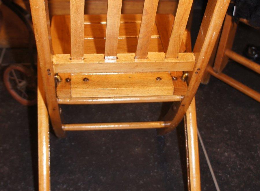 2 kinder-vouwstoelen - beukenhout - België - Ca 1950/1974