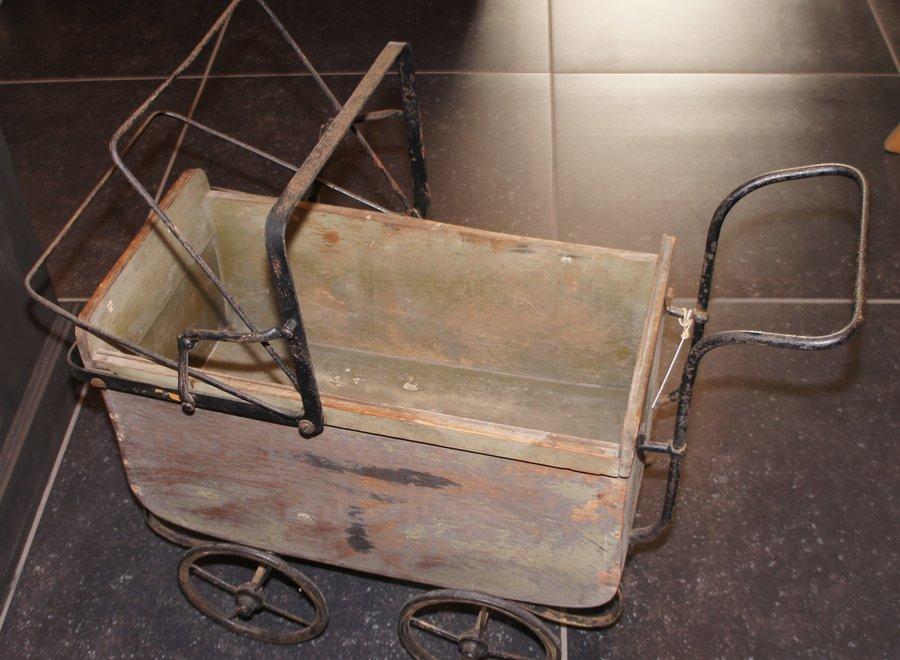 Antieke poppenwagen