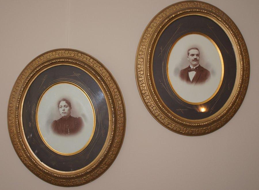 Set van 2 ovale portretten