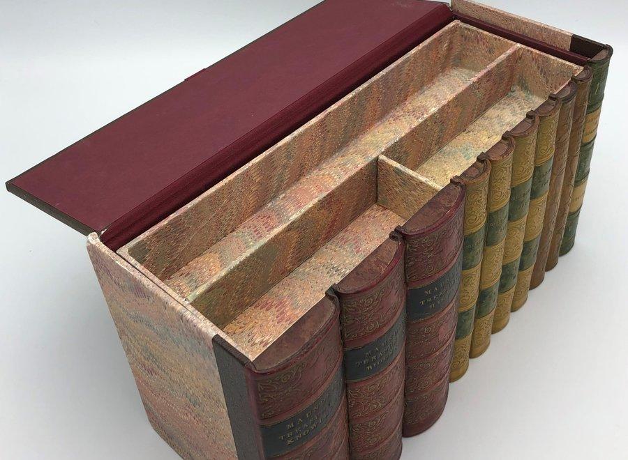 Opbergdoos in de vorm van boekenreeks - leer, karton, papier