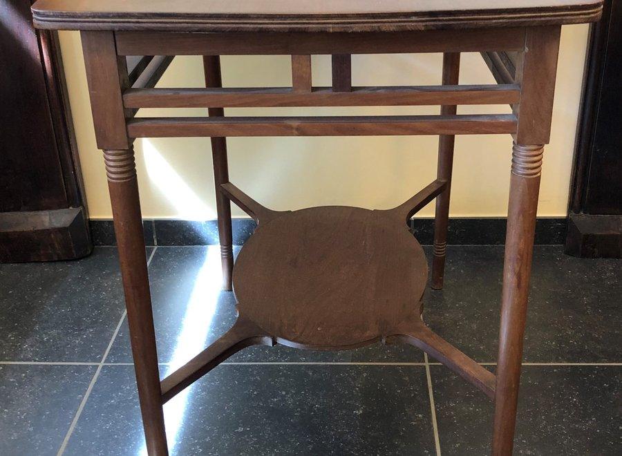 Jugendstil - tafel en 4 stoelen