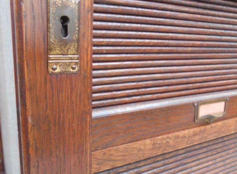 Oak roller shutter cupboard - Ca 1900