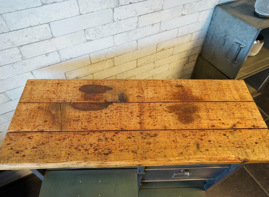 Strafor metalen kast met 10 vakken en topblad in oud hout