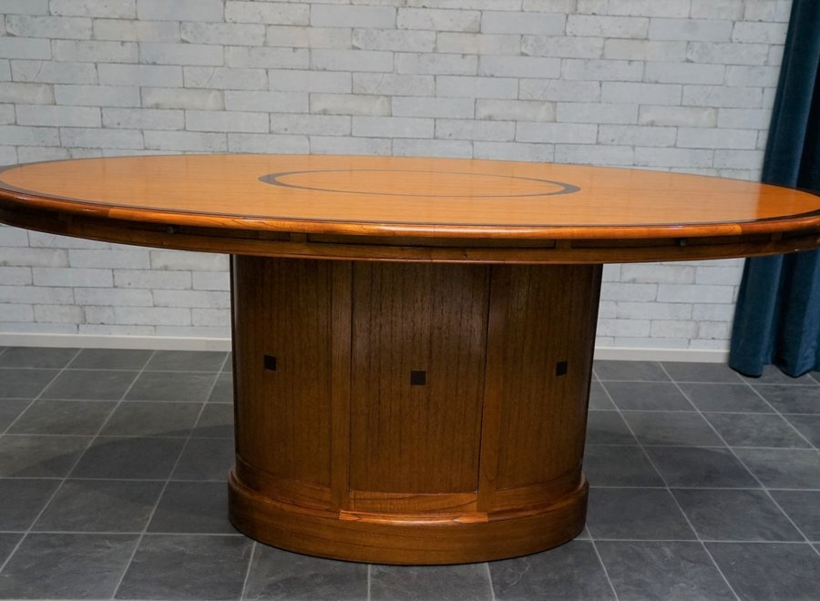 Oval dining table for 4 in white cedar (executed in warm cherry cherry color)
