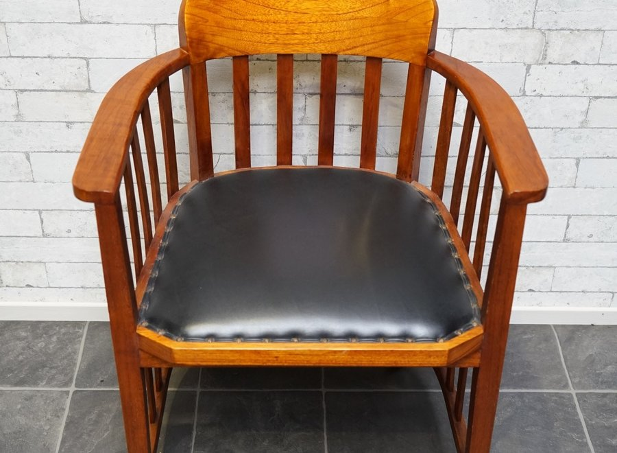 Office chair in white cedar (executed in warm cherry color) with black leather