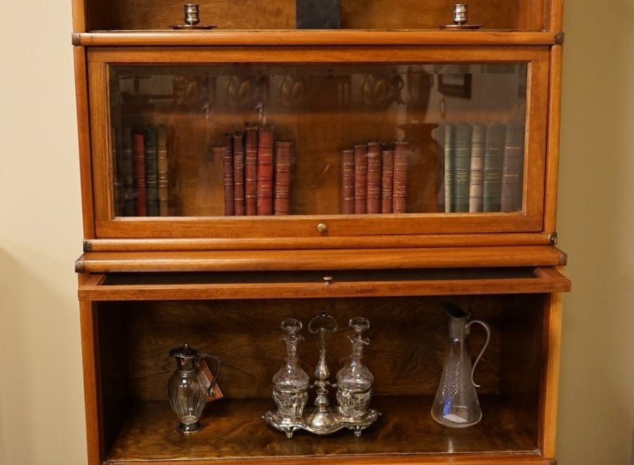 Globe  Wernicke sectional bookcase with 5 sections