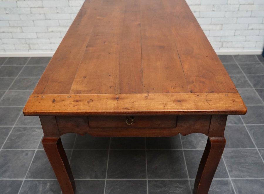 Elegante mahonie tafel uit Frankrijk