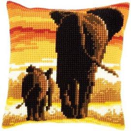 Kruissteekkussen Olifanten in avondlicht 40x40cm