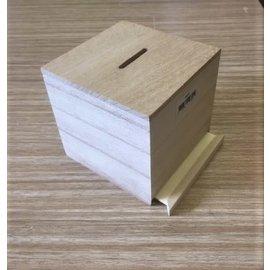 Houten spaarpot kubus met uitschuifbare bodem ca. 8,5cm x 8,5cm