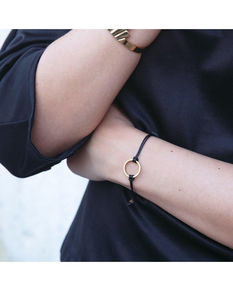 Edblad Edblad Circle cord armband | kleur zwart/goud