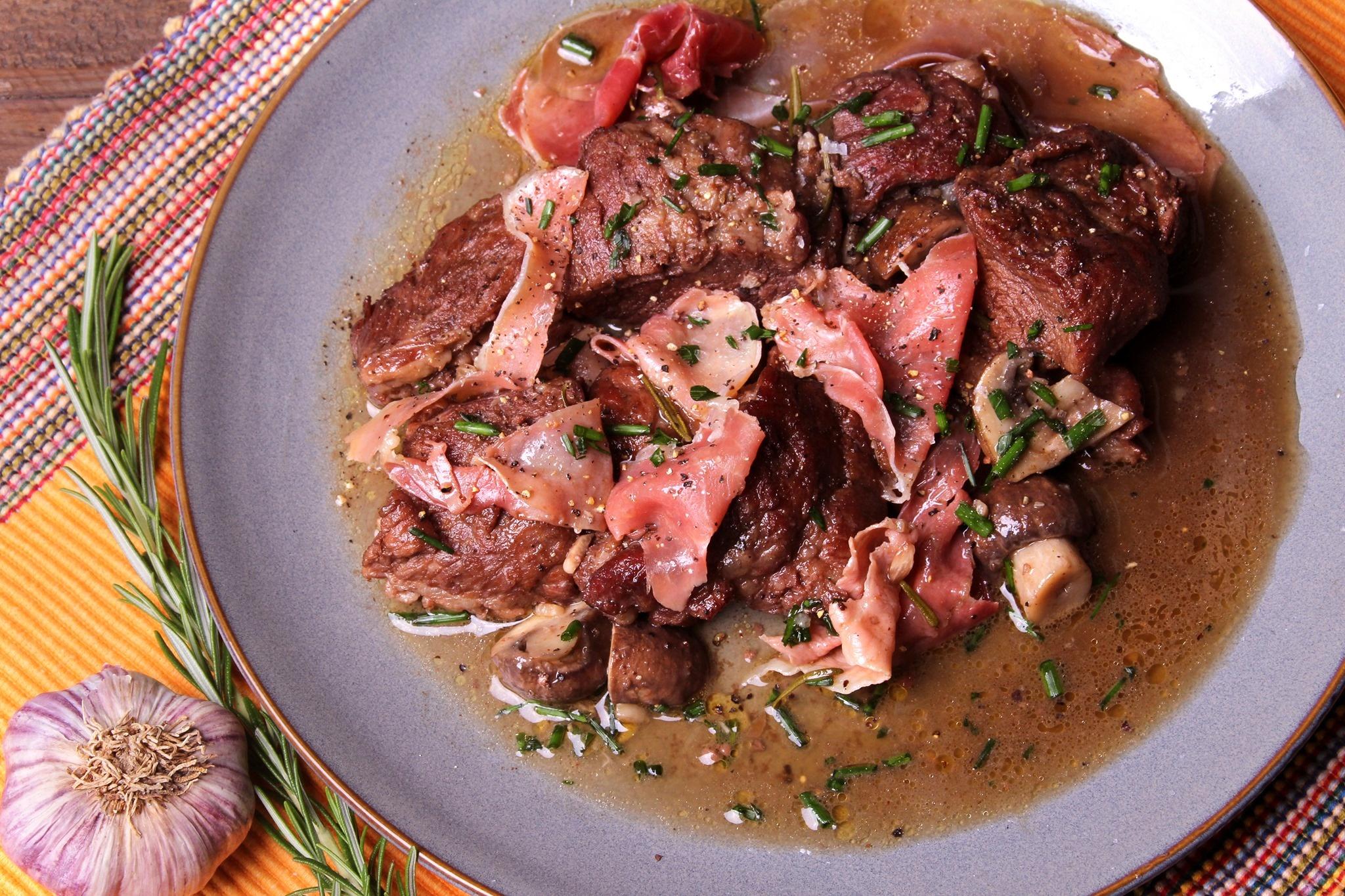 IBERICO PLUMA met rode port, Spaanse ham, en kastanje champignons
