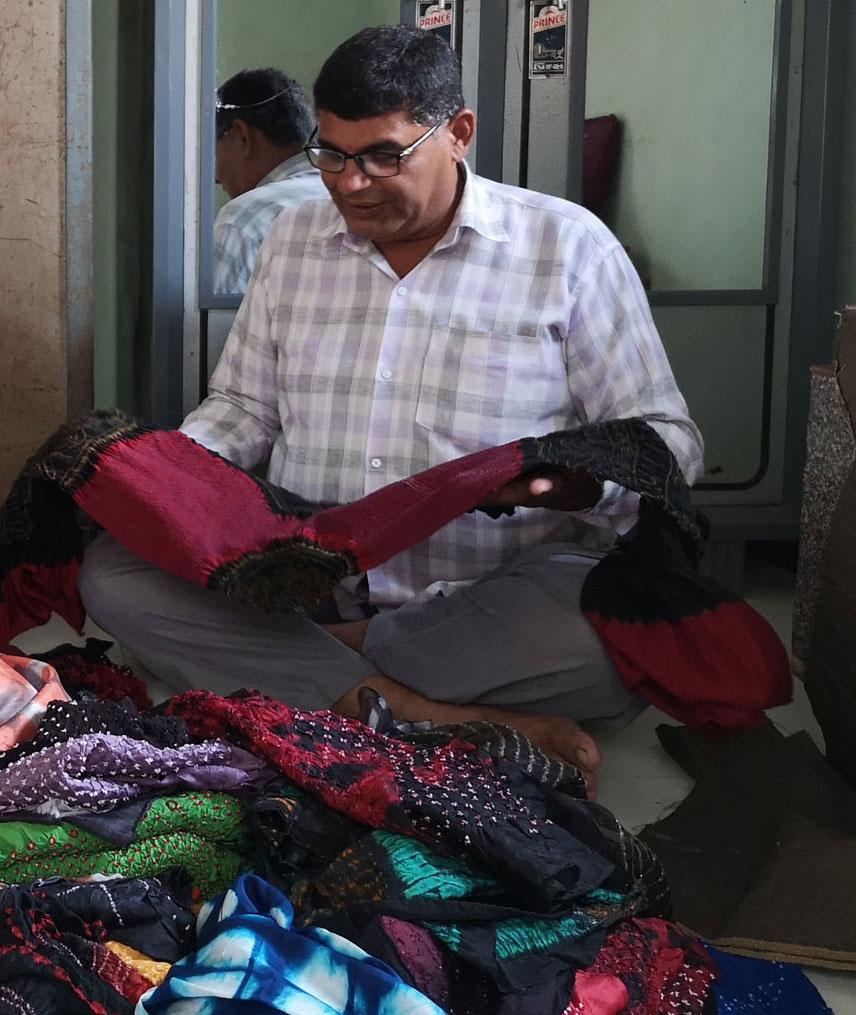 Zoon van Alimohammed temidden van de sjaals
