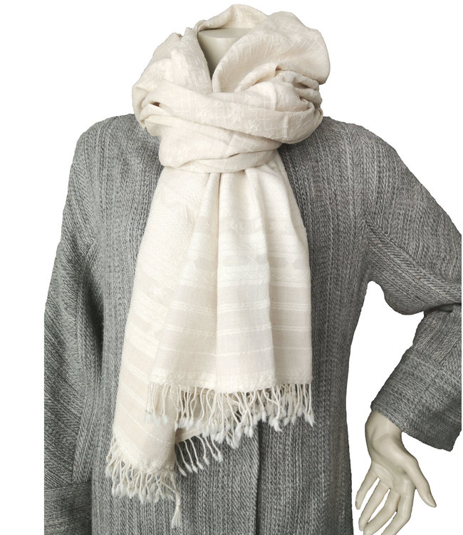 Grote witte wollen omslagdoek met zijden motief