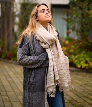 Lichtbruine sjaal met wit motief, wol en zijde
