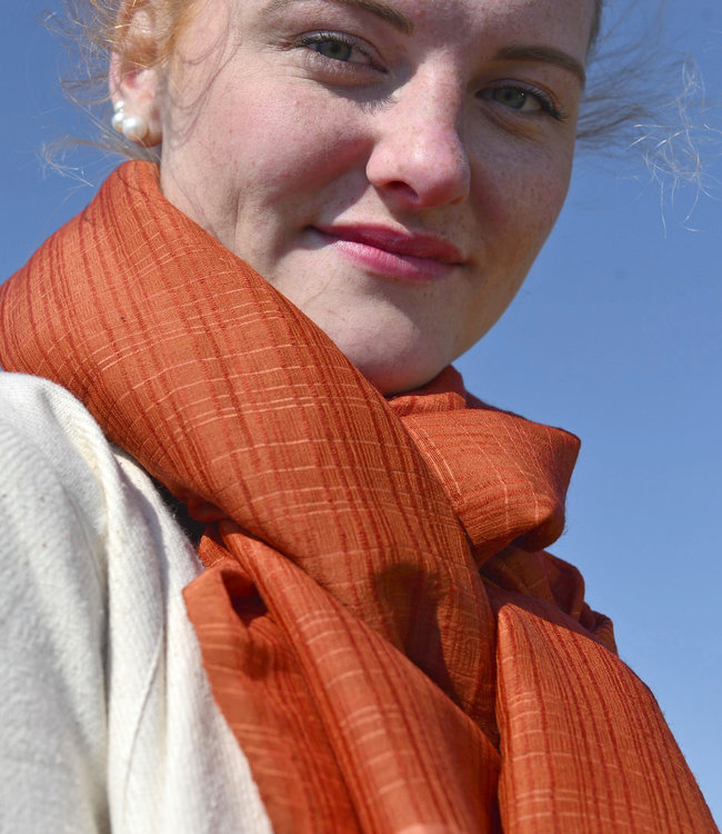 Amba Sjaal, wol en zijde, lapis lazuli of terracotta