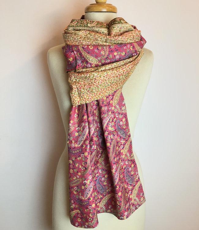House of Wandering Silk Sjaal upcycled zijde roze geborduurd