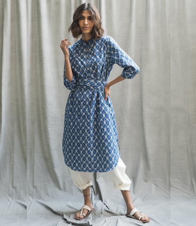 House of Wandering Silk Blauwe katoenen jurk ikat