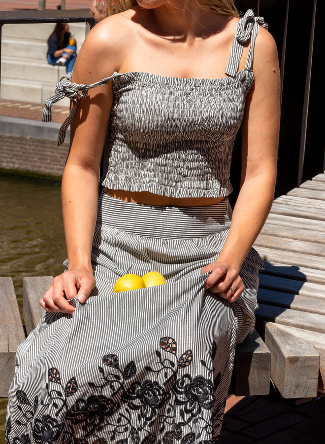 ✭Matching set of  embroidery skirt and crop top. Perfect for the last summer days, but also great to daily