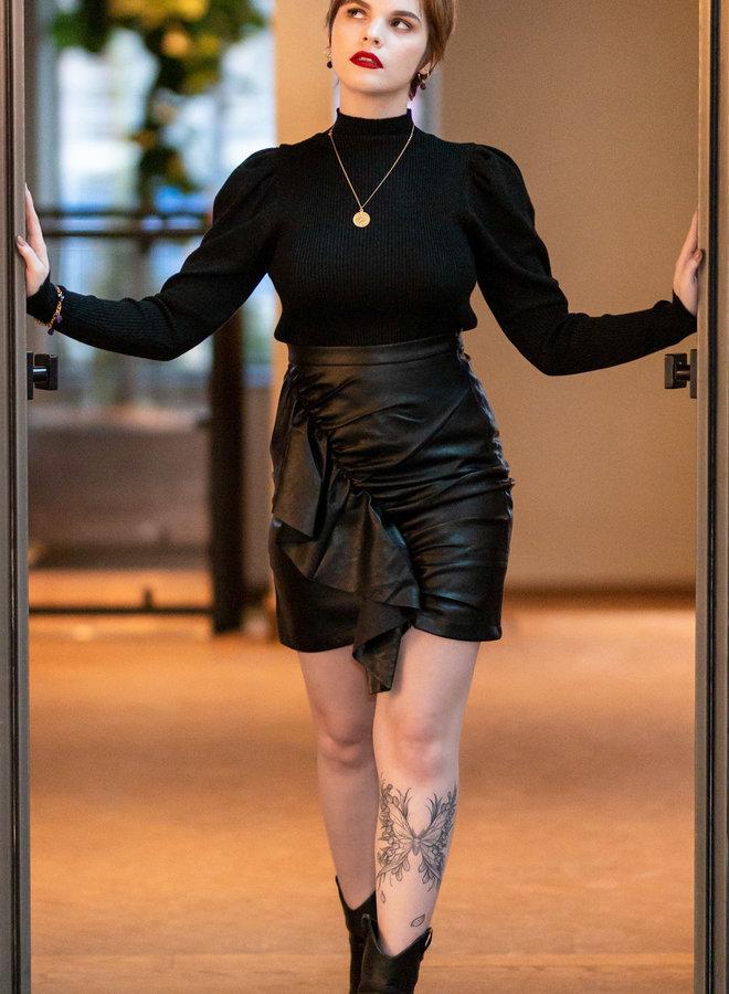 Klaar om een  opnieuw te beginnen op onze nieuwe trendy faux leer mini rok?
