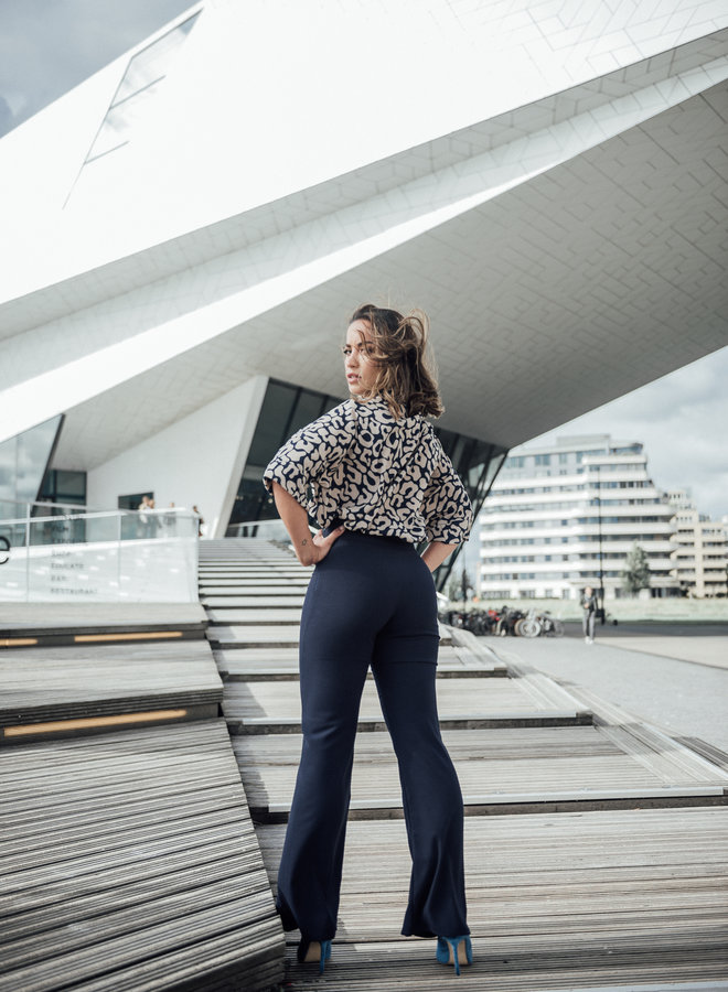 Shape flared navy-blue trousers