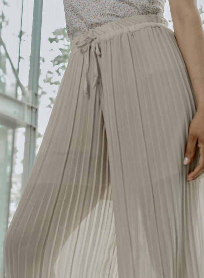 Pantalon transparent nude with plissé wide legs
