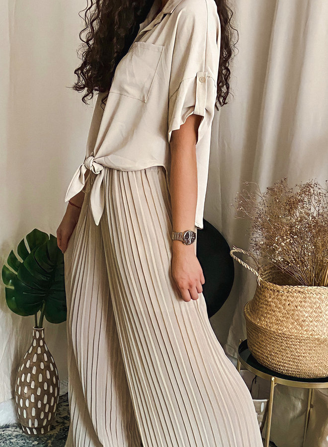 Super relaxed knot blouse