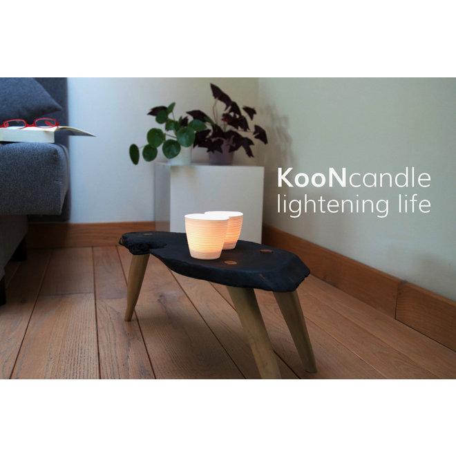 Koon est une bougie chauffe-plat en porcelaine blanche avec une belle lumière ludique