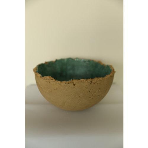 ARTISANN-design Een handgemaakte keramische schaal geglazuurd met een diepgroene glazuur