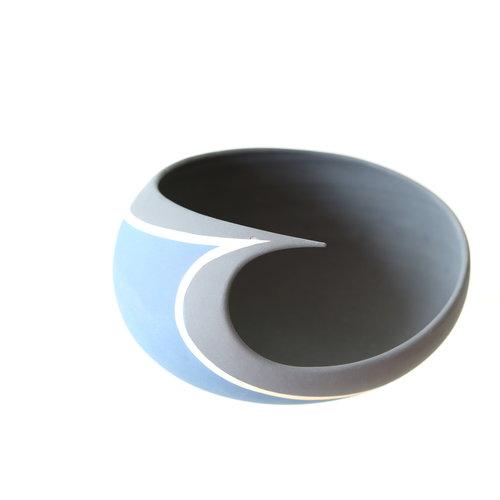"""BDB-kunst Design en kunst in een schaal """"Wishfull Thinking"""" samenspel  van  blauw en zwart"""