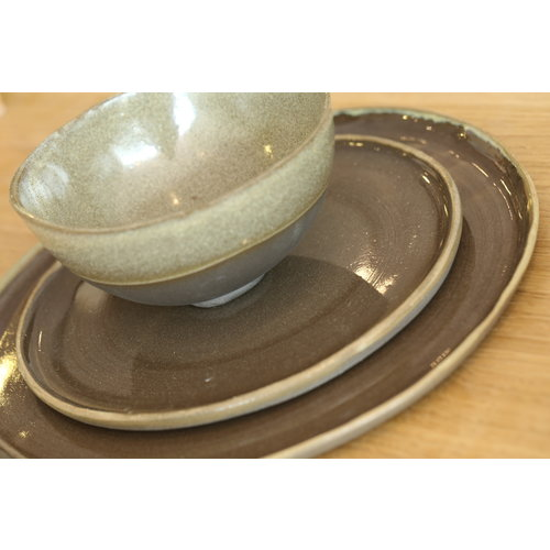 LS-design Plate handmade in ceramic from gray cast clay and natural ocher border