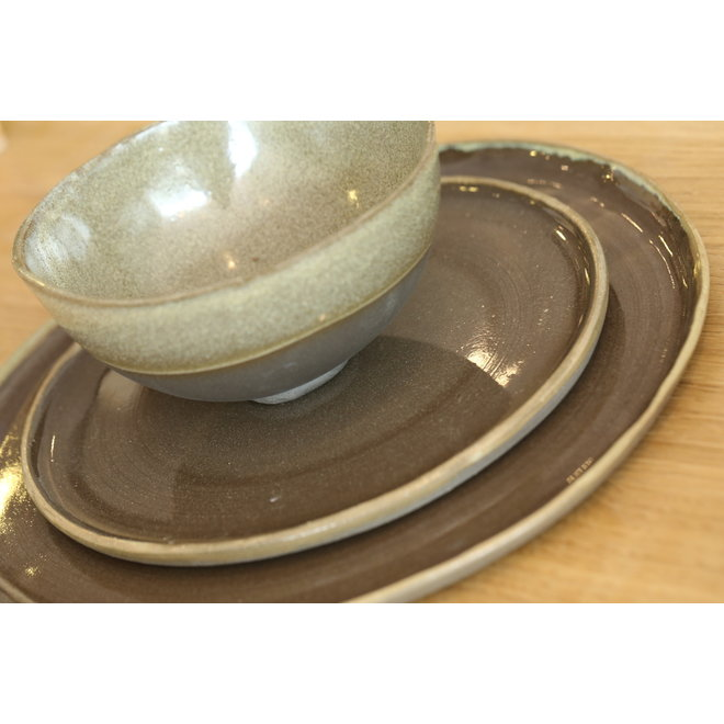 Plate handmade in ceramic from gray cast clay and natural ocher border